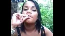 Gordinha gata fumando e chupando