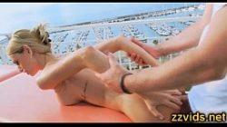 Novinha na massagem sendo arrombada por um massagista tarado