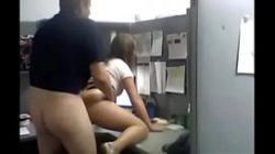 Video de sexo comendo a cunhada gostosa no escritório