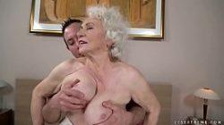 Mulheres velhas fudendo com bastante tesão