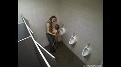 Cameras de sexo escondidas em banheiro