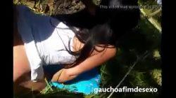 Novinha gostosa dando no mato para o namorado