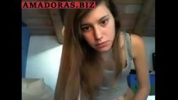 Amadora caiu na net se divertindo com o pau do melhor amigo