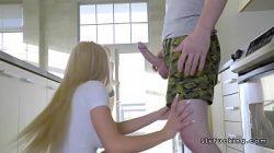 Fazendo sexo gostoso com novinha e a irmã dela
