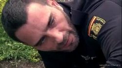 Policial tarado fodeu bem gostoso com o bonitão