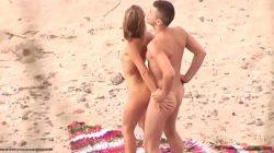 Flagras na praia com gostosas fazendo sexo bem safadinho