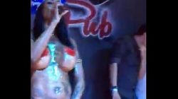 Vídeo completo com a porno ines brasil se masturbando em cima do palco