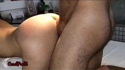 Fazendo aquele sexo anal com força na morena