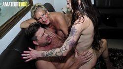 Homem coroa dotado metendo com esposa e amiga