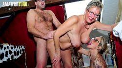 Sexo com casado coroa comendo duas putas