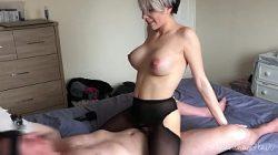 Samantha Flair a gostosa lésbica sentando na piroca