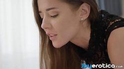 Menina jovem com namorado em pornozinho gostoso