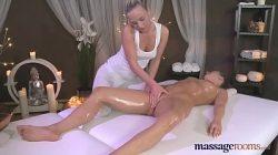 Gostosa fez massagem e fudeu muito em vídeo de pornô de lésbica