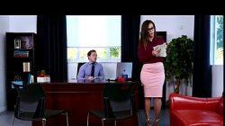 Patrão fudendo a secretaria gostosa e cavala