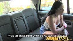 Porno mulher gozando muito dando o cu no Fake Taxi